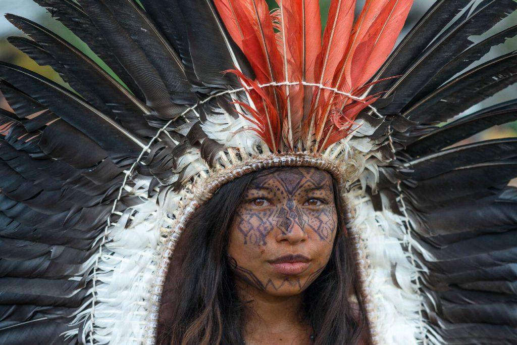 Chica Yawanawá en cermonia de Ayahuasca y Rapé